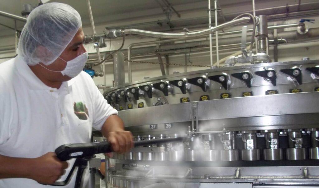 Использование моющих средств для мясной промышленности, мойка термокамер, мойка мясного цеха
